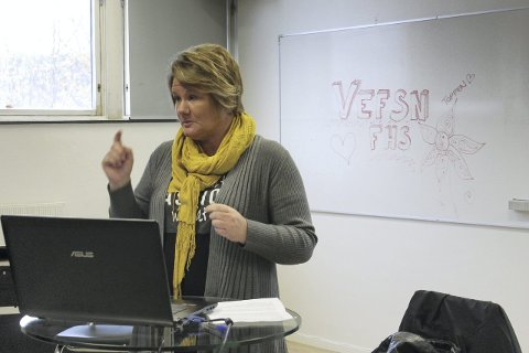 Klargjorde: Solveig Skog svarte på mange spørsmål fra interesserte elever på Toppen folkehøgskolefoto: benedicte wærstad