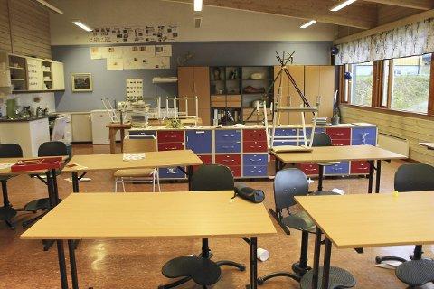 Tomme klasserom: Det er fortsatt håp om at det ikke skal bli tomme klasserom på sameskolen for Midt-Norge i Hattfjelldal, – Det trykket som har vært lokalt har blitt lagt merke til. Vi har håp til siste nikk, sier Kjell-Idar Juvik om å bevare Sameskolen for Midt-Norge.