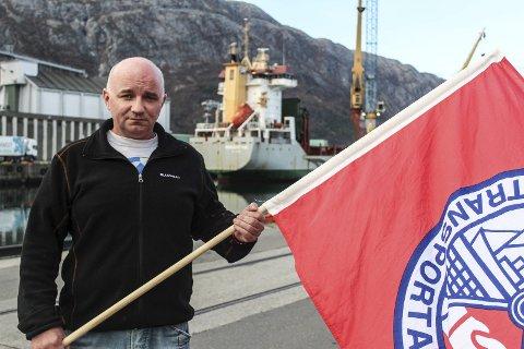 Støtte: Pål Aanes og de andre havnearbeiderne i Mosjøen får nå lokal politisk støtte.