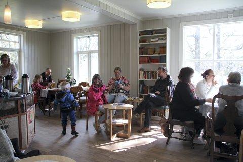 Stenger dørene:Gamle Doktorgården Kaffebar.