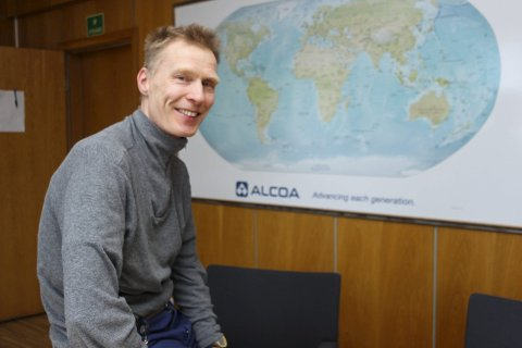 TAKKER FOR SEG: Eivind Mikalsen trekker seg som verkssjef ved Alcoa Mosjøen og gir seg selv frist til sommeren med å finne en ny jobb.