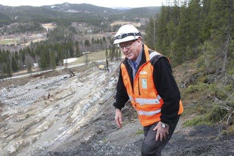 I gang: Tidlig på høsten 2015 blir KNAS ferdig med å bygge et nytt steinlager, ny av- og påkjørsel til E6 og flere internveier i Forsmolia steinbrudd. Foto: Jon Steinar Linga