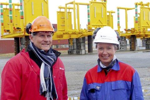 Fornøyd: Prosjektleder for Aasta Hansteen i Statoil, Torolf Christensen og Annbjørg Skjerve fra Aker Solutions i Sandnessjøen er fornøyd med at første levering er gjennomført. Foto: Statoil