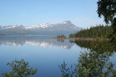 Naturskjønt: Etter oppdemmingen på 50-tallet ble Røsvatnet Norges nest største innsjø. Foto: Anne-Kristine Bastholm