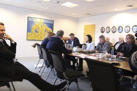 Enige: Formannskapet i Alstahaug var enstemmige om av ordfører Bård Anders Langø var inhabil i hotell- og habilitetssaken. Foto: Jill Erichsen
