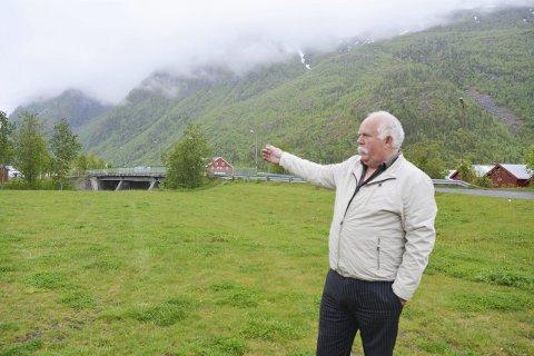 Passende tomt: Her ved Bordvenesbroen kunne for eksempel være en fin tomt å bruke til parkeringsplass, mener Per Hansen. Begge foto: Ane Mørk