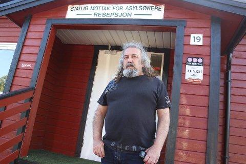 SLITEN: Manoucherhr Abgarow fra Iran har bodd på asylmottaket i Sandnessjøen i åtte år av sitt liv og ventingen begynner å slite på helsa. Foto: Jarl G. Sandholm