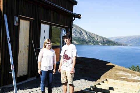 LITT MISUNNELIG: Sirin Rosøy og Andreas Nordhø er litt misunnelige på utsikten årets kull får fra de nye internatene. FOTO: Truls-Einar JOhnsen