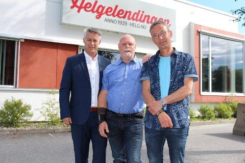 Styreleder Bjarne Holgersen (t.v.) sammen med den nye ledelsen i Helgelendingen: Roy Lasse Leknes som er konstituert som  administrerende direktør og Rune Pedersen som er konstituert som sjefredaktør.