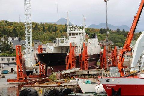 """MF """"Godfjord"""" ligger nå på Slipen i Sandnessjøen."""