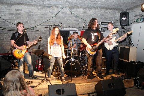 HØYDEPUNKT: Programmet for årets Sjøgata Live er klart og det blir en variert og innholdsrik festivall Her er bandet Dirty Dolly på scenen i det som var blant de mest minnerike konsertene under fjorårets festival.