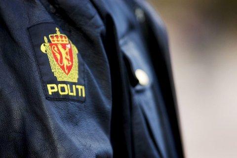 OSLO 20071019: ¬ En politimann i sin uniform med symbolet for det norske politi torsdag ettermiddag i Oslo. ¬ Foto: Kyrre Lien / SCANPIX