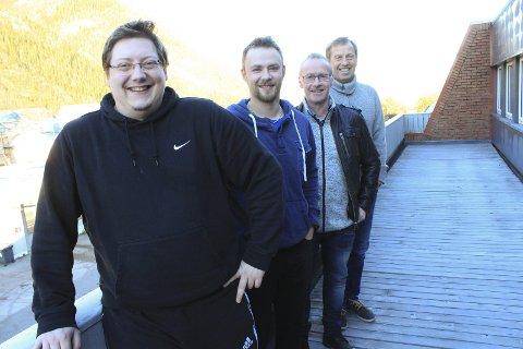 Gode utsikter: Arnt Oddvar Pedersen (t.v.) Christian Sivertsen, Bjørnar Andreassen og Sten Magne Hansen holder hus i Strandgata i Mosjøen. Foto: Jon Steinar Linga