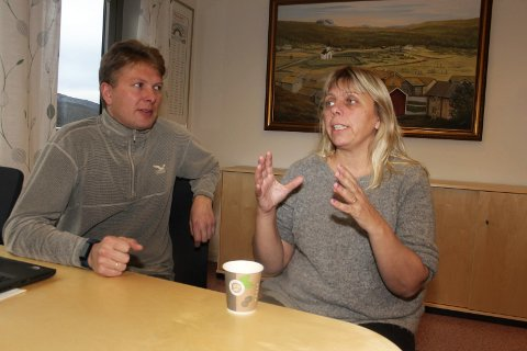 Ordfører Harald Lie og Siv Sørdal fra Nav er opptatt av omstillingsprosessen i forbindelse med at Hattfjelldal mottak legges ned.