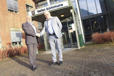 Velkommen: Vefsnordfører Jann-Arne Løvdahl ønsket tirsdag rådmann Erlend Eriksen velkommen. Foto: Jon Steinar Linga
