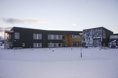 Overtatt: Tirsdag overtok Hattfjelldal nærings- og servicebygg Fjellfolkets hus. I mars er det duket for en grandios åpningsfest. Den første som flytter inn blir Statskog. Foto: Mona Vik Larsen