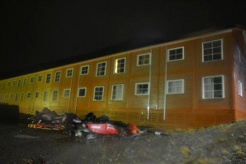 Flere boliger i Longyearbyen ble evakuert i forkant av de store nedbørsmengdene som var varslet mandag kveld og natt til tirsdag. Foto: Torgeir Prytz / NTB scanpix