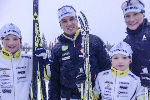 GJESTER: Fra venstre Melker (10), Tomas, Sander (8) og Ghita Wikblom fra IF Minken i Nykarleby.  FOTO: PER VIKAN