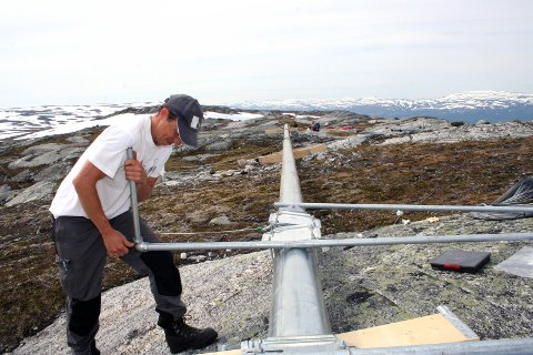 MÅLING: For ni år siden monterte Fred Olsen Renewables målemaster på  Reinfjellet. Det var de eneste mastene som kom opp. Foto: Rune Pedersen