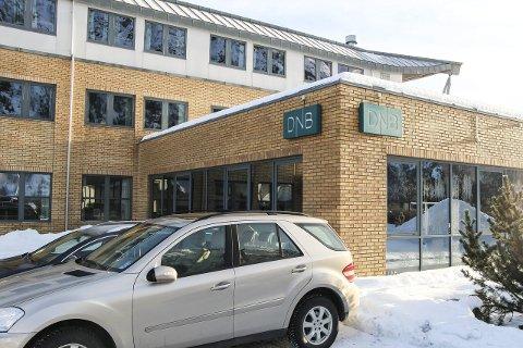 KUNDEFLUKT: Etter at det i forrige uke ble klart at DNB legger ned filialen i Mosjøen, har mange av kundene deres henvendt seg hos de andre bankene i byen. Foto: Vegard Olsen