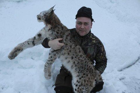 Fornøyd: Thomas Olsen var fornøyd etter å ha feld denne hanngaupa på 17 kilo.