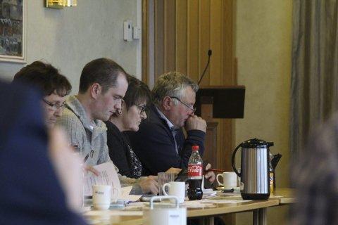 Konflikt: Leder for Senterpartiet, Peter Talseth (t.h), innrømmet at kjøpet av karlsenmarka ikke er en god sak for Senterpartiet, og at det burde vært funnet andre løsninger. Han stemte likevel for saken. Foto: Jill-Mari Erichsen