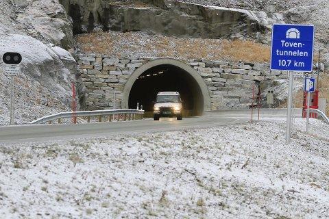INGEN BETYDNING: Fylkesvei 78 mellom Mosjøen og Sandnessjøen kan bli riksvei i framtiden. For trafikantene betyr det svært lite.  Foto: Per Vikan