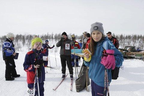 Hattrennet 2015. Matstasjon på Fuglåsen med boller og saft. Foto: Per Vikan