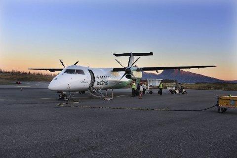 Stokka: Widerøefly på Stokka, Sandnessjøen, en av flyplassene regjeringen har lyst ut anbud på ruter til. Foto: Rune Pedersen