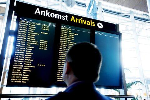 Vente: Reisende må belage seg på forsinkelser etter ulykken ved Værnes lufthavn.Illustrasjonsfoto: Kyrre Lien / NTB scanpix.