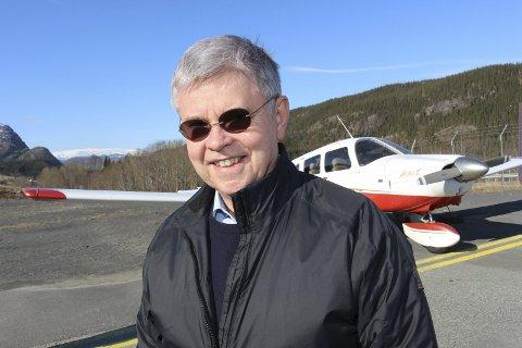 Regiondirektør: Ole Henrik Hjartøy er fungerende regiondirektør i NHO Nordland. Her med eget fly på Kjærstad.  Foto: Rune Pedersen