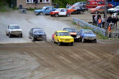 FINAL: NMK Grane har arrangert to runder i Nordlandscupen i vår, og i slutten av september skal de arrangere finalen. Bildet er fra 2014, og en typisk Grane-bil har tatt ledelsen fra start.