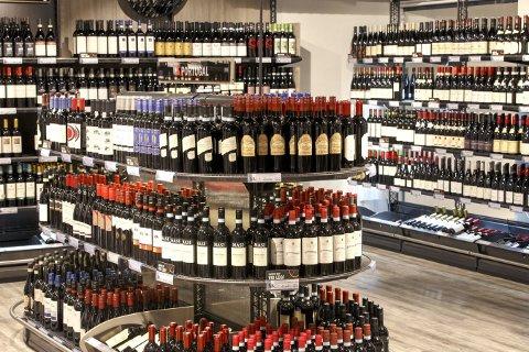 Natt til lørdag 17. september blir det klart om de ansatte i Vinmonopolet legger ned arbeidet. Hvis det skjer blir Norge tørrlagt for vin og sprit. Foto: Gorm Kallestad / NTB scanpix