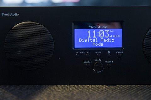 Oslo  20150416. FM-nettet slukkes i 2017. Neste generasjon radio bruker DAB-teknologi, som denne fra produsenten Tivoli. Digitale signaler skal gi bedre lydkvalitet og rom for flere radiostasjoner. Foto: Tore Meek / NTB scanpix