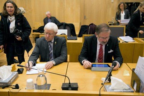 I retten: Daværende ordfører i Hattfjelldal , Asgeir Almås, sammen med Petter Steen jr, ordfører i Haugesund  møtte i  Oslo tingrett i 2014.