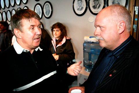 Knut Wulff Hansen og Jann-Arne Løvdahl (t.h.) fotografert i kommunestyret i 2007. Da hadde Løvdahl vært ordfører i seks år. Nå takker han av etter tilsammen 18 år, mens Wulff Hansen stiller til valg som andrekandidat for Vefsn Tverrpolitiske parti.