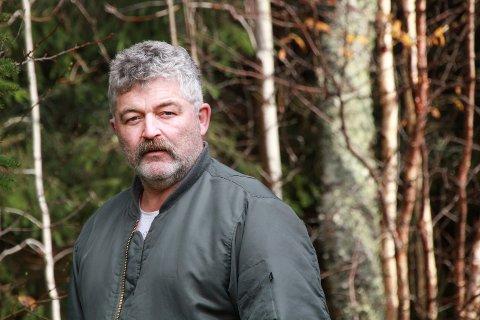 KRITISK: Ken Pedersen fra Mosjøen er svært kritisk til hvordan Vefsn kommune har håndtert sin kjennskap til tilbygget på hytta og det som angivelig er ulovlig ATV-kjøring på en ATV-tilrettelagt sti inn til hytta.