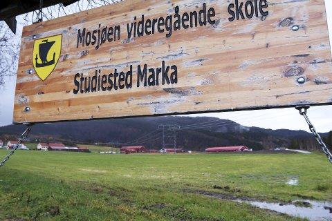 Utvider: Kufjøset ved landbruksskolen i Marka skal stå ferdig i mars/april 2018. Nå står nytt sauefjøs på ønskelista. Foto: Stine Skipnes