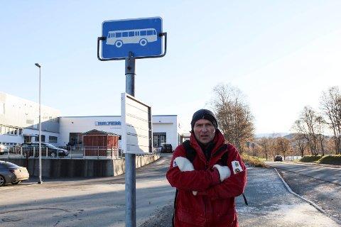 Svein Aagaard Brox er frustrert over dårlig busstilbud.