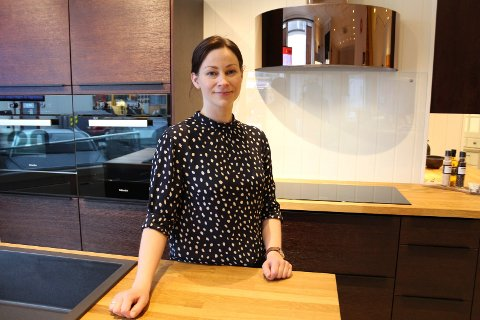 Oda Nylund på Nygårds trevarefabrikk jobber med Facebook og Instagram for bedriften.