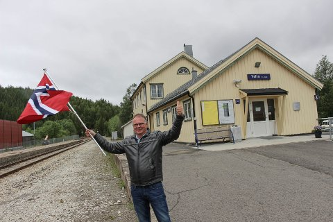 Bjørn Ivar Lamo  venter på sommertoget