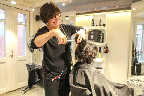 May-Irene Molid har åpnet Mays salong i Sjøgata 15. Der blir hun en av to frisører i lokalene til Fra topp til tå.