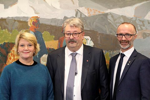 Fylkesrådene Hild Marit Olsen (Ap), Knut Petter Torgersen (Ap) og Svein Eggesvik presenterte neste års budsjett og øknomiplanen for de neste fire årene i Bodø i går.