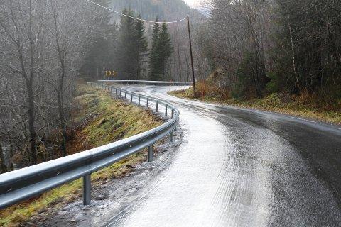 FORTSETTER: Vedlikeholdsarbeidet på fylkesvei 249 fortsettet