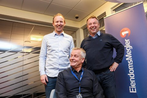 Terje Larsen Nicolaysen (t.v), Atle Edvardsen  og Thor Gunnar Jarnæs er tilsynelatende godt fornøyd