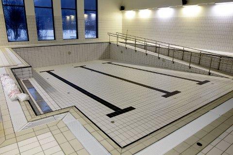 STENGT: Terapibassenget ble stengt 16. september. Vefsn kommune har tatt kontakt med Sør mur & bygg AS, og de kommer for å reparere skaden 29. september. Dette bildet er fra 2017.