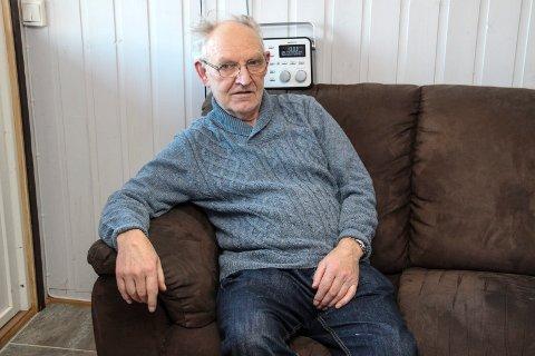 KOMMER IKKE HJEM: 78 år gamle Emil Remnes har fortsatt ikke veiforbindelse til hjemmet sitt, nesten ett år etter at et ras stengte veien.