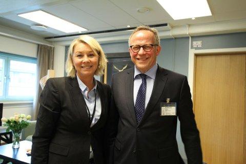 Næringsminister Monica Mæland har tro på at flere private vil gi tilbud. Her besøker hun Brønnøysundregistrene og direktør Lars Peder Brekk i 2014.