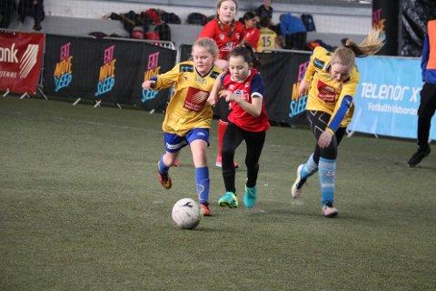 Full fart og stor innsats i fjorårets turnering i Helgelandshallen. Foto: Jill-Mari Erichsen