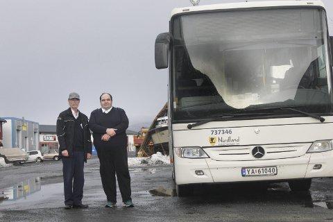 Bekymret: Tillitsvalgte Otto Stordal (t.v.) og Alf-Louis Paasche vil at fylket revurderer et forslag om å oppstartssted for ekspressbussene. Foto: Jon Steinar Linga